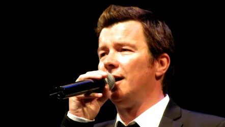 rick-astley-recent_singing